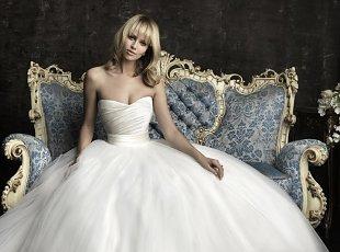 Rochii de mireasa Allure Bridals 2012