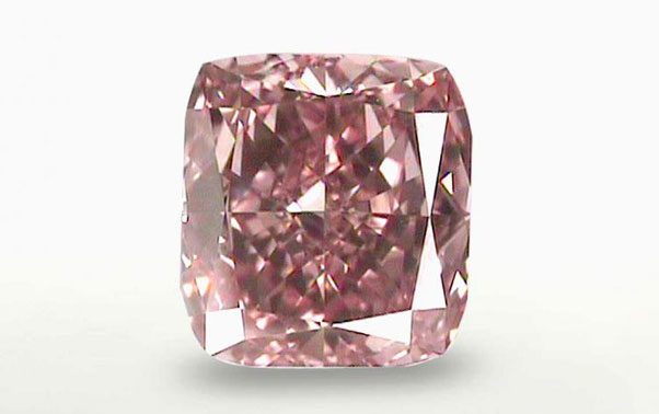 Diamantul roz este cadoul ideal pentru persoana iubita